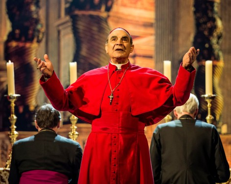 "David Suchet as a Vatican political manipulator in ""The Last Confession"" at the Ahmanson [photo: Craig Schwartz]"