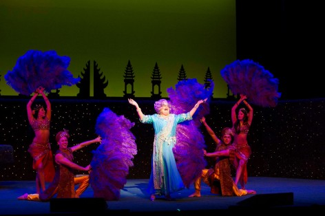 Dame Edna celebrates her ashram experience